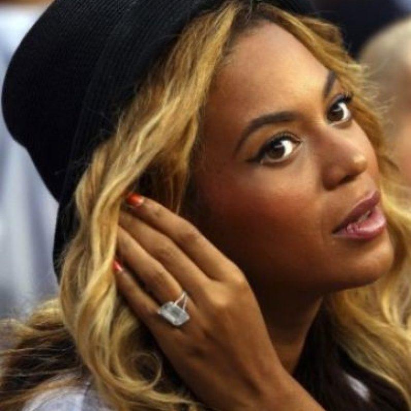 Jay Z le regaló a Beyoncé un anillo de 15 quilates, con un costo de 5 millones de dólares. Foto:Getty Images