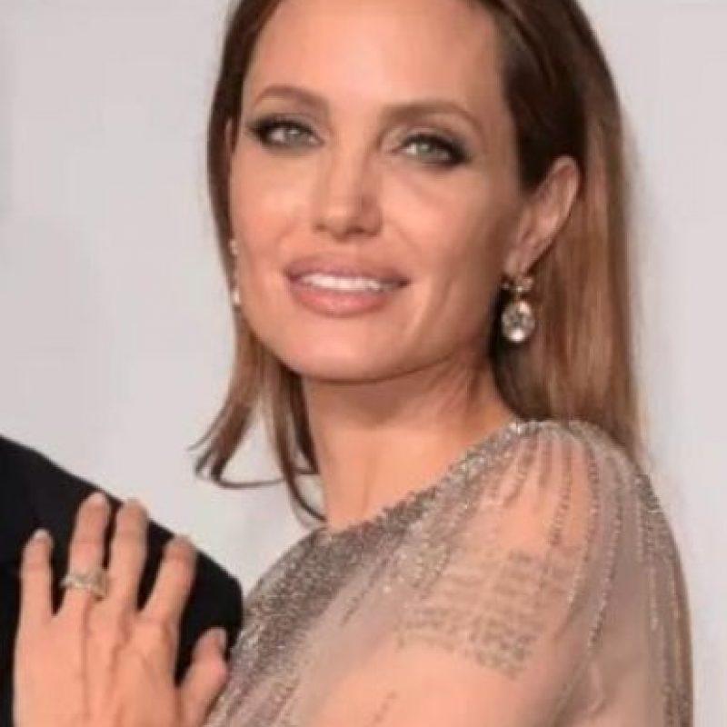 Brad Pitt le entregó a Angelina Jolie un hermoso anillo de 16 quilates. Su costo fue de medio millón de dólares. Foto:Getty Images