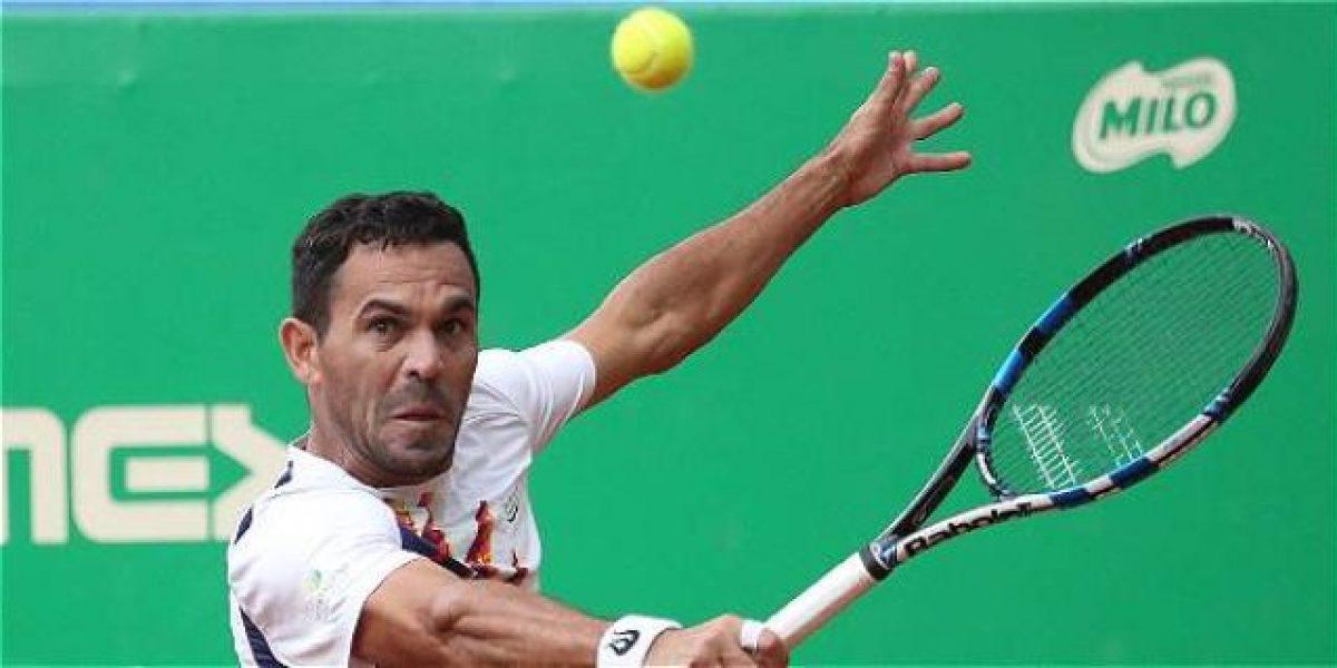 Víctor Estrellas se impone en cerrado duelo  de raquetas dominicanas