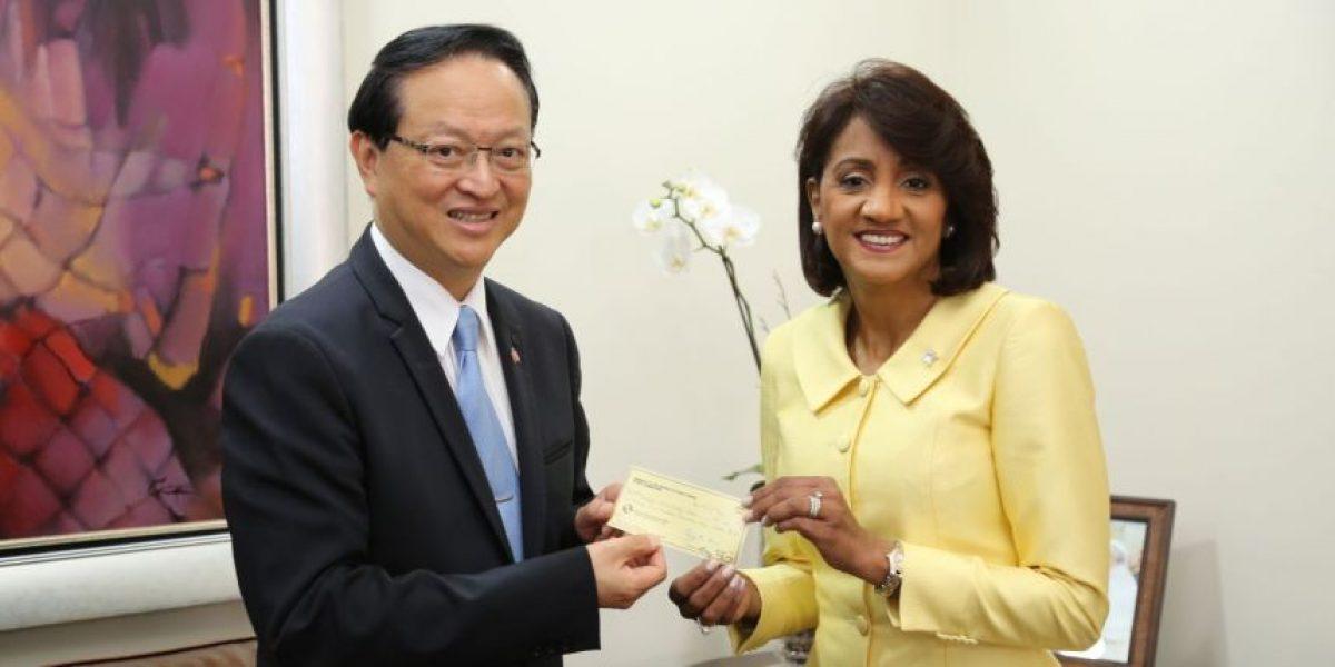 Embajador de Taiwán entregó fondos para la terminación CAID, en San Juan