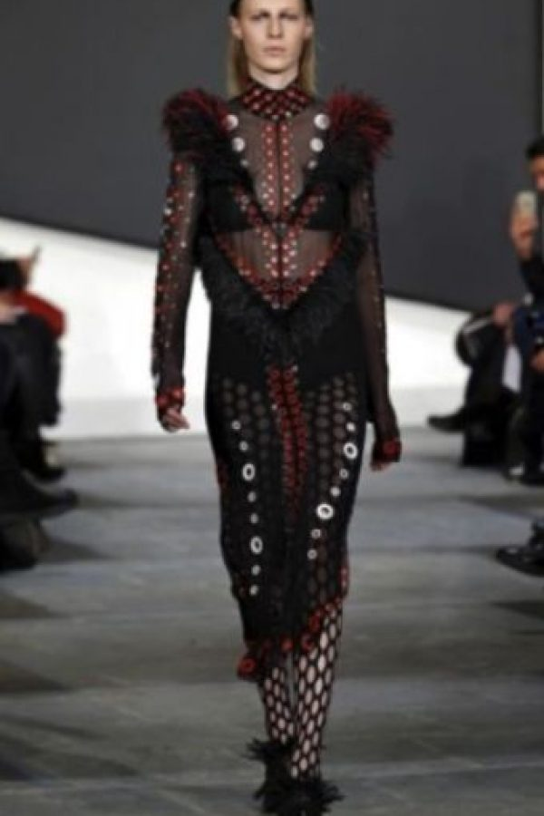 Prenda de Balmain, estilo rococó. Foto:Getty Images