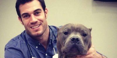 El experto en animales ganó fama en Internet luego de postear las fotos de sus adorables pacientes. Foto:Vía Instagram/@dr.evanantin