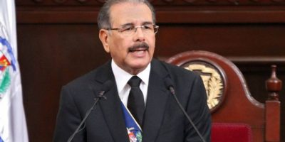 Danilo Medina aboga por una juventud dominicana preparada y activa