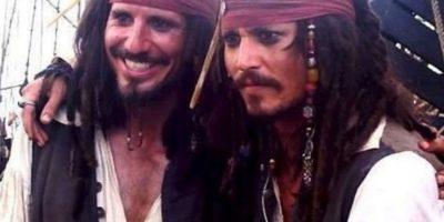 """Johnny Depp y su doble de acción para """"Piratas del Caribe"""" Foto:Vía distractify.com"""