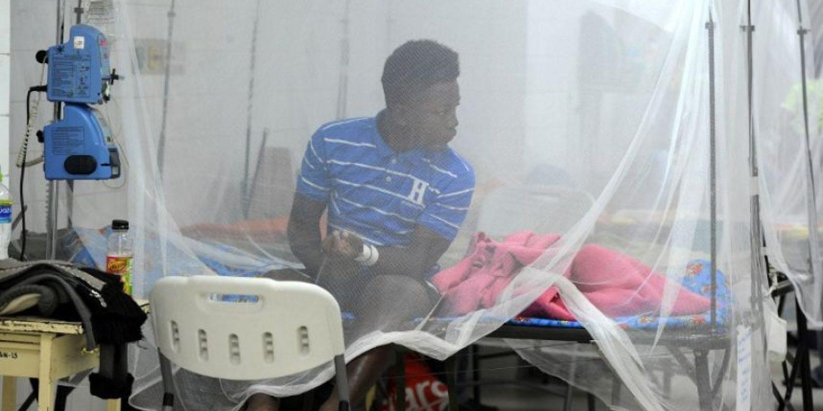 Cuando se presentan, los síntomas consisten en fiebre, erupciones maculopapulares, conjuntivitis, mialgias, artralgias, malestar y cefaleas. Foto:AFP