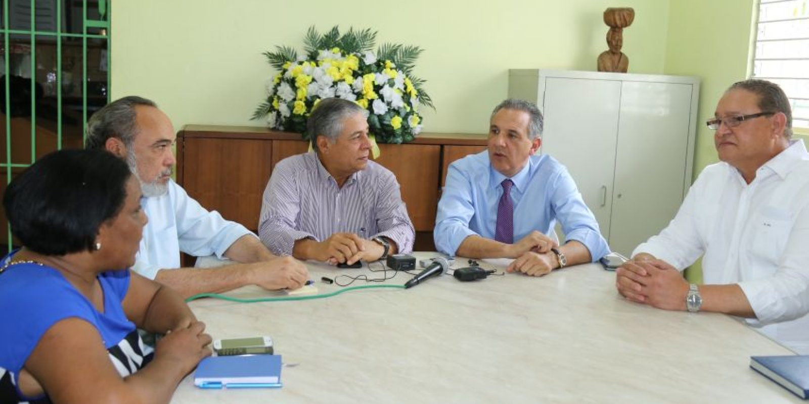 Visita del ministro Administrativo de la Presidencia, José Ramón Peralta al barrio Los Guandules Foto:PresidenciaRD