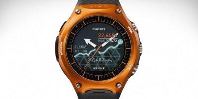 1. Una nueva forma de ver el tiempo. Casio es uno de los fabricantes de relojes más destacados de todos los tiempos. En esta ocasión incursiona en el mundo de los relojes inteligentes. En la feria de tecnología CES 2016, presentó el Smart Outdoor Watch, su primer reloj inteligente para iPhone y Android, el cual se conoce oficialmente como el WSD-F10. Este smartwatch está diseñado para aquellos que disfrutan de los ambientes en exteriores pero quieren mantenerse conectados. Foto:Fuente Externa