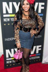 Snooki cometiendo cincuenta crímenes de moda en uno. Foto:vía Getty Images
