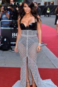 Un contraste impresentable y vulgar con este vestido de Kim Kardashian. Foto:vía Getty Images