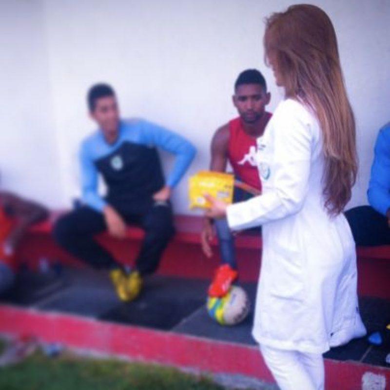 La nueva doctora del fútbol que roba suspiros en las redes sociales. Foto:Vía instagram.com/rossanatorales_oficial