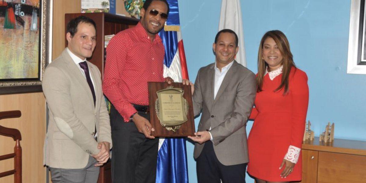 Ministerio Juventud reconoce ex campeón mundial Javier Soto Mayor