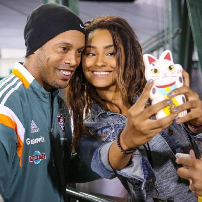 Como siempre es atento con sus fans Foto:Vía instagram.com/ronaldinhooficial
