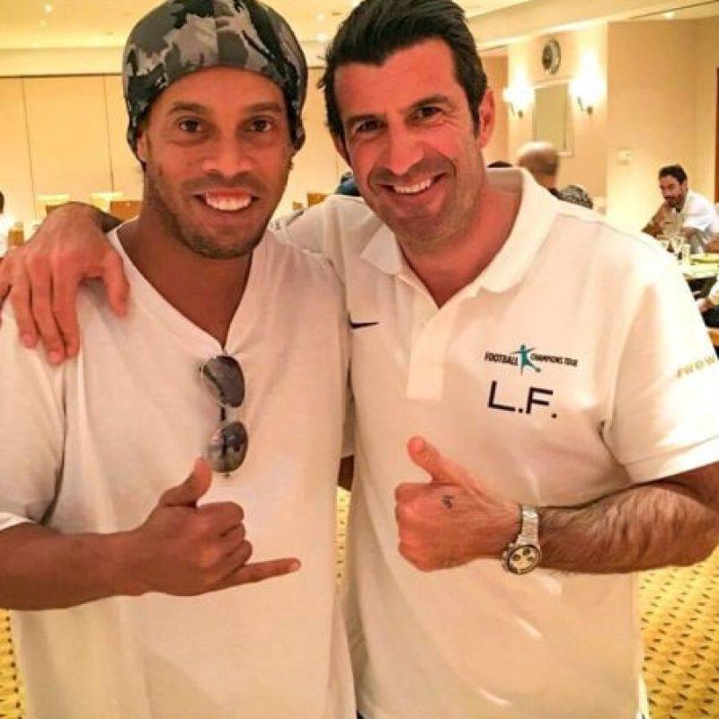 Se ha encontrado a viejos amigos como el portugués Luis Figo Foto:Vía instagram.com/ronaldinhooficial