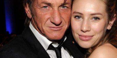 Hija de Sean Penn fue captada en topless en las playas de Brasil
