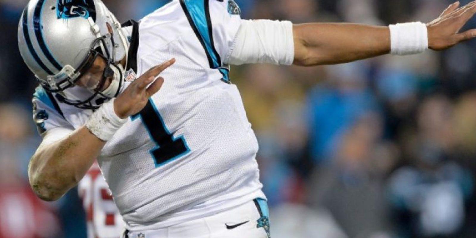 Pero Cam Newton, mariscal de campo de las Panteras, ya representa a la nueva generación de quarterbacks. Foto:Getty Images