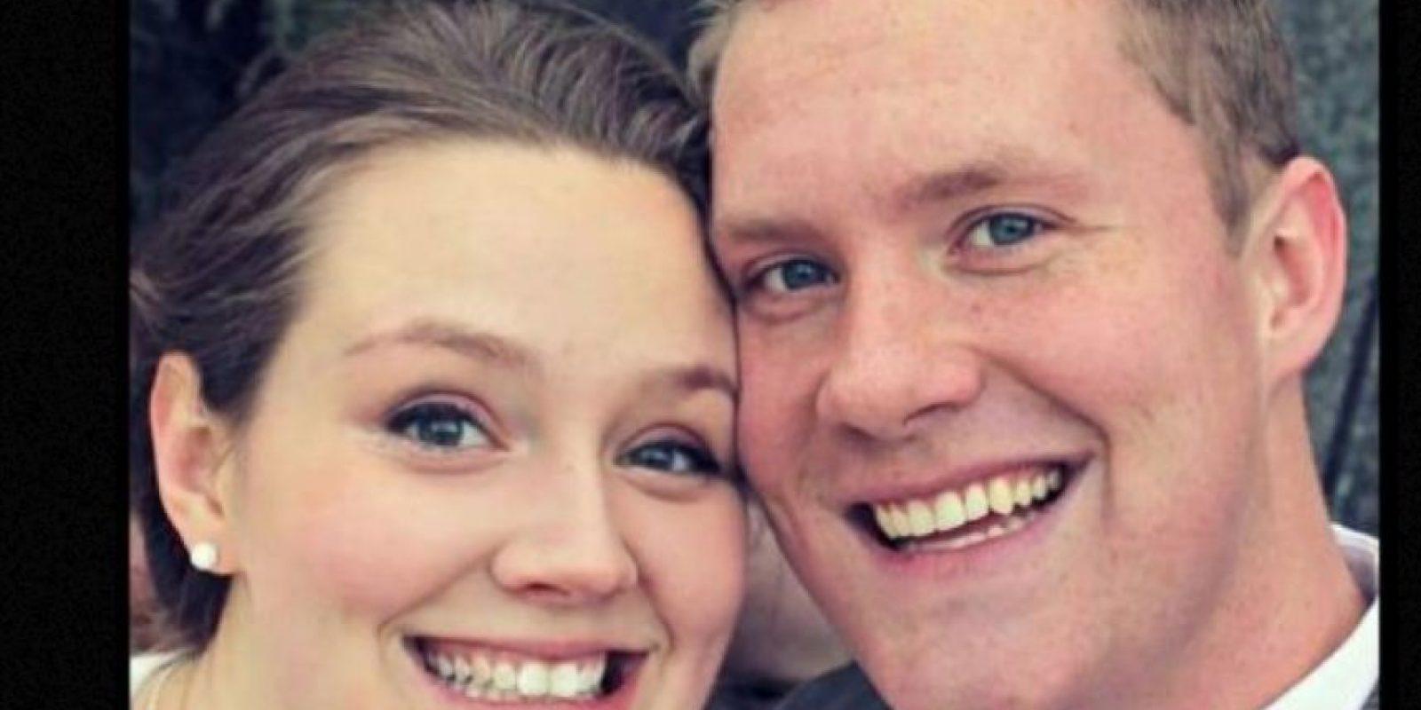 """""""Era la foto favorita de nuestra boda…"""", mencionó el esposo en su cuenta de Imgur. Foto:vía Imgur"""