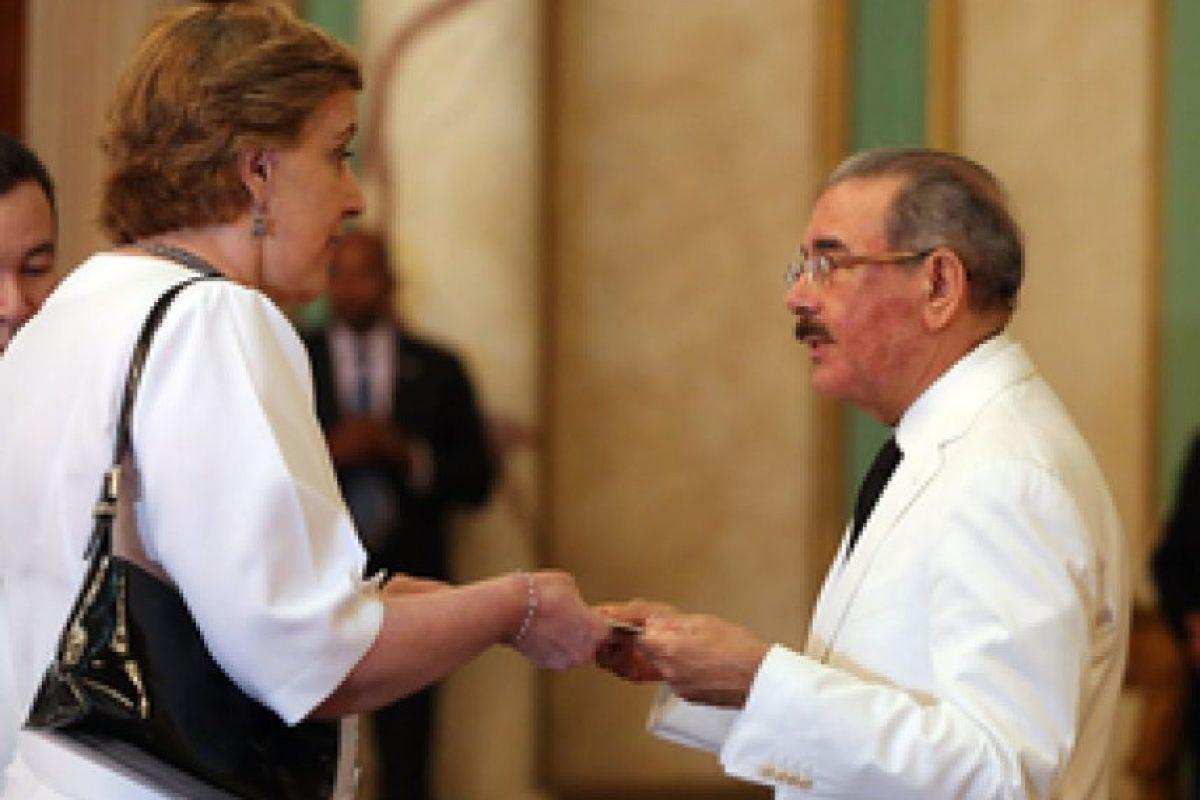 María del Carmen Larrea al momento de presentar sus cartas credenciales ante Danilo Medina Foto:@PresidenciaRD