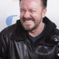 Ricky Gervais es conductor y tampoco ha querido hacerse algún arreglo. Foto:vía Getty Images