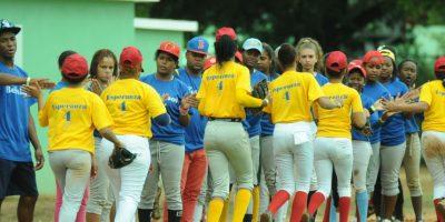 Béisbol femenino: Santiago y Las Matas de Farfán avanzan a semifinal