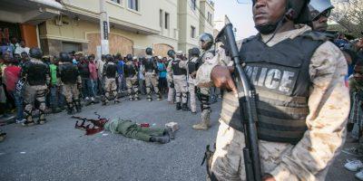 """Miembros del disuelto Ejército de Haití también salieron a las calles supuestamente a """"poner orden Foto:EFE"""