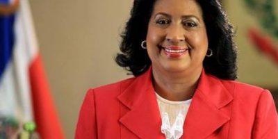 Presidenta de Senado viaja a Francia para participar en cita sobre desarrollo