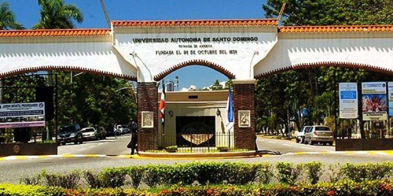 Fachada de la UASD Foto:Fuente Externa