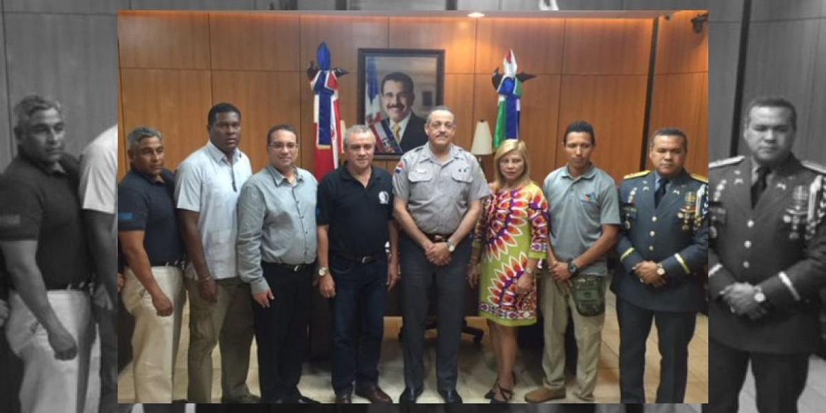 Peguero Paredes y comisión de la Policía de Panamá tratan temas de pandillas