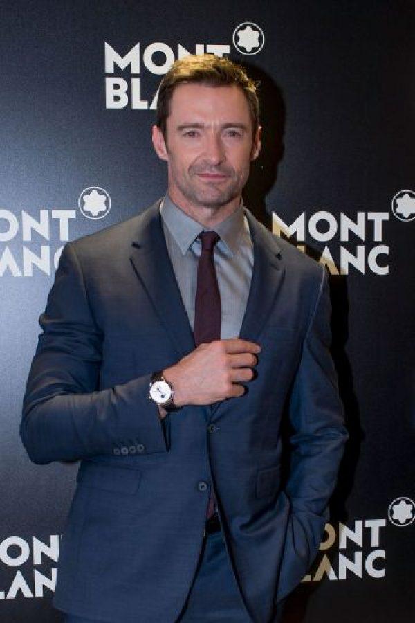 """De manera sorpresiva, Jackman ingresó a la cabina de radio y en una pose característica del personaje de """"Wolverine"""" saludó a su pequeño seguidor. Foto:Getty Images"""