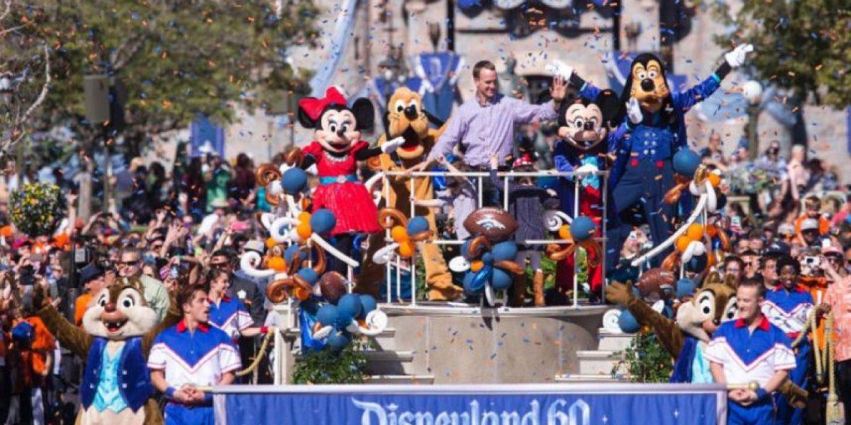 Peyton Manning desfila en Disneylandia luego de ganar el Super Bowl 50