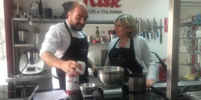 Los chefs Javier Guillén y Maribel Risk, en Risk Escuela Culinaria.