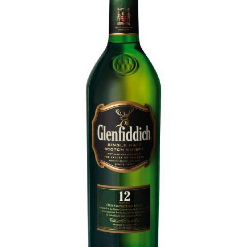 """Glenfiddich 12 años. Es el single malt insignia de esta destilería, la cual ha sido la más galardonada del mundo. Gracias a su sabor, intenso, suave y balanceado, es un favorito entre los conocedores del """"Single Malt"""" y exploradores del whisky escocés por igual. Foto:Fuente Externa"""