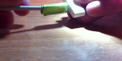 5) Con un pedazo de papel y cinta adhesiva. Foto:YouTube