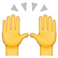 5- Las dos manos en muchas ocasiones son empleadas para alabar u orar, pero en realidad representan la celebración del éxito u otro acontecimiento feliz. Foto:Vía emojipedia.org