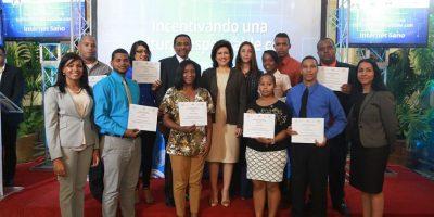 Cedeño entrega 350 certificados a formadores orientarán uso seguro Internet