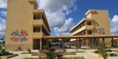 Medina inaugura liceo de 227 aulas en La Malena, Higüey