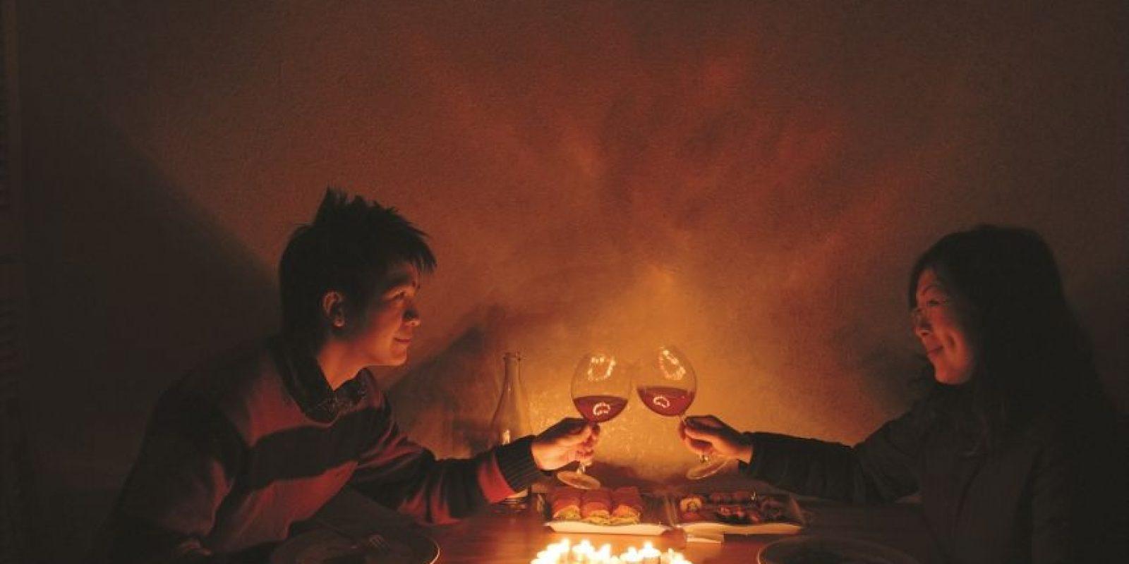 6- Mejor regalo. Cena romántica. Si lo haces bien, una cena puede ser lo máximo para sellar la intimidad amorosa. Además, si eliges bien los platos afrodisíacos (ostras, espárragos y chocolate), el postre bien podría ser un poquito más dulce. Foto:Flickr creative commons