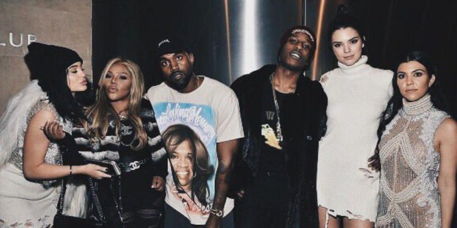 """Kanye West reclutó a montones de celebridades para """"Yeezy"""" 3 y para presentar su álbum """"My Name is Pablo"""". Foto:vía Twitter"""
