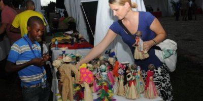 Feria artesanos con atractivas ofertas para decorar hogares y oficinas
