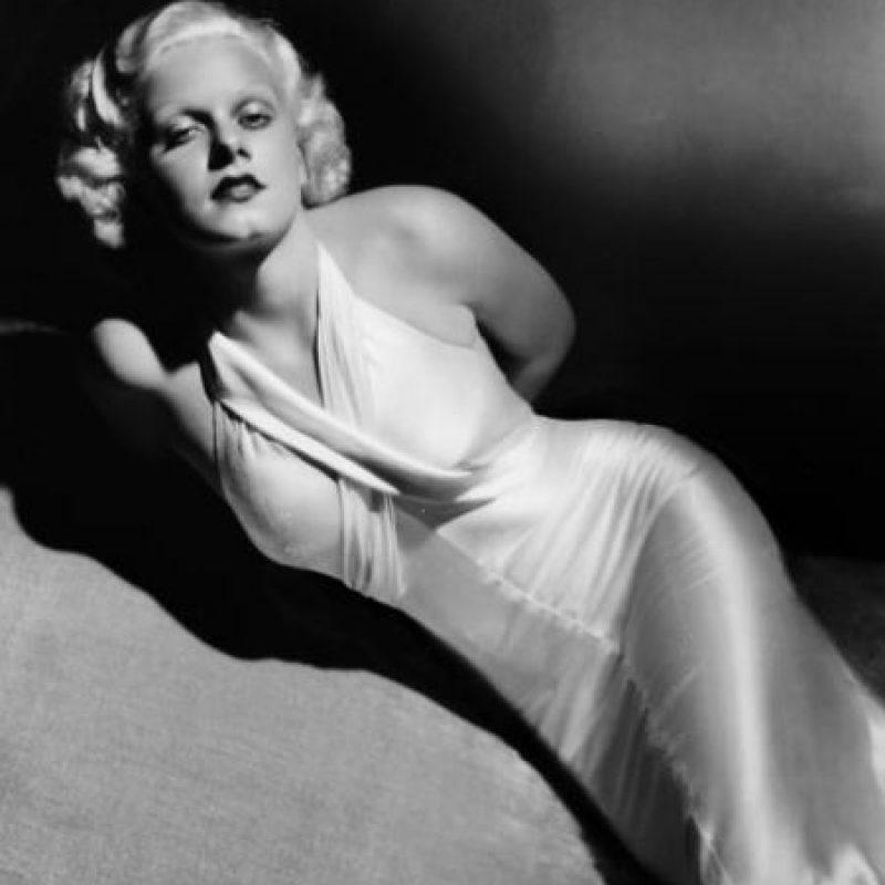 Jean Harlow le dio al satín y al rubio platinado un nuevo significado en los años 30. Foto:vía Getty Images