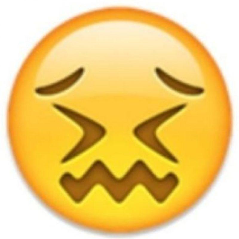 8. Parece que está a punto de llorar, pero solamente está aturdido. Foto:Vía emojipedia.org