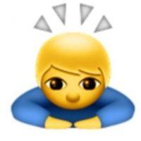 9. No se trata de un santo o un niño iluminado; en realidad es de origen japonés para expresar una sincera disculpa o pedir un gran favor. Foto:Vía emojipedia.org