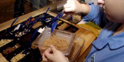 2. Cereales azucarados: Algunos cereales están llenos de carbohidratos. Cuando estos son ingeridos, el azúcar en la sangre se concentra rápidamente, lo que probablemente hará que la energía se bloquee al comienzo del día, por ello será mejor evitar los cereales. Foto:Getty Images