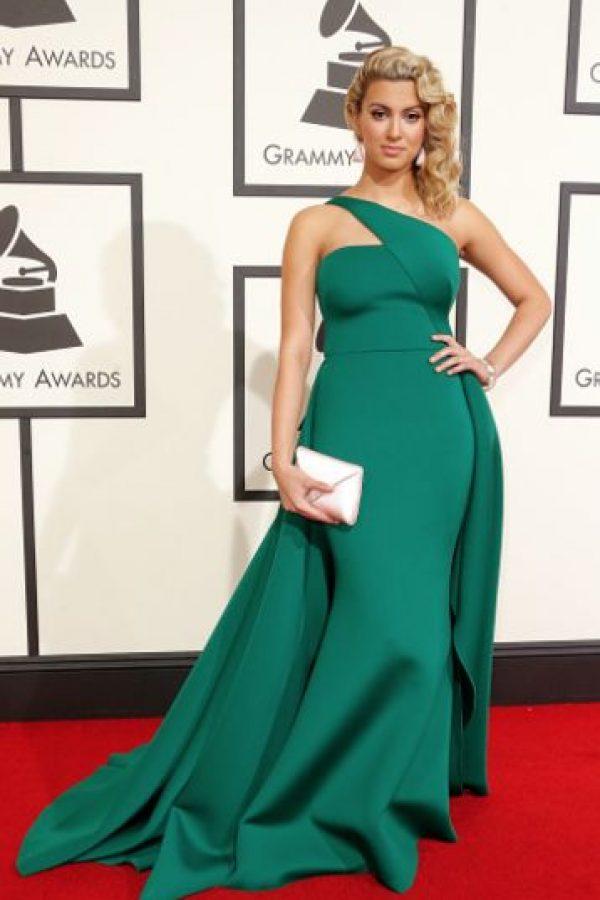 Tori Kelly, una de las más elegantes de la noche, en un vestido con corte y color perfecto. Foto:vía Getty Images