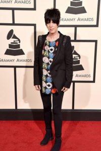 Diane Warren, como un niño emo imitando a Lou Reed. Foto:vía Getty Images