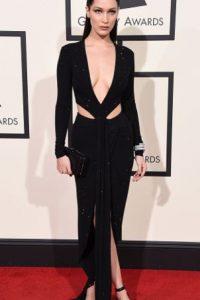 Bella Hadid, perfecta de negro con cutouts. Foto:vía Getty Images