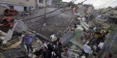 Autoridades piden silencio para escuchar llamados de auxilio entre los escombros en Los Ríos