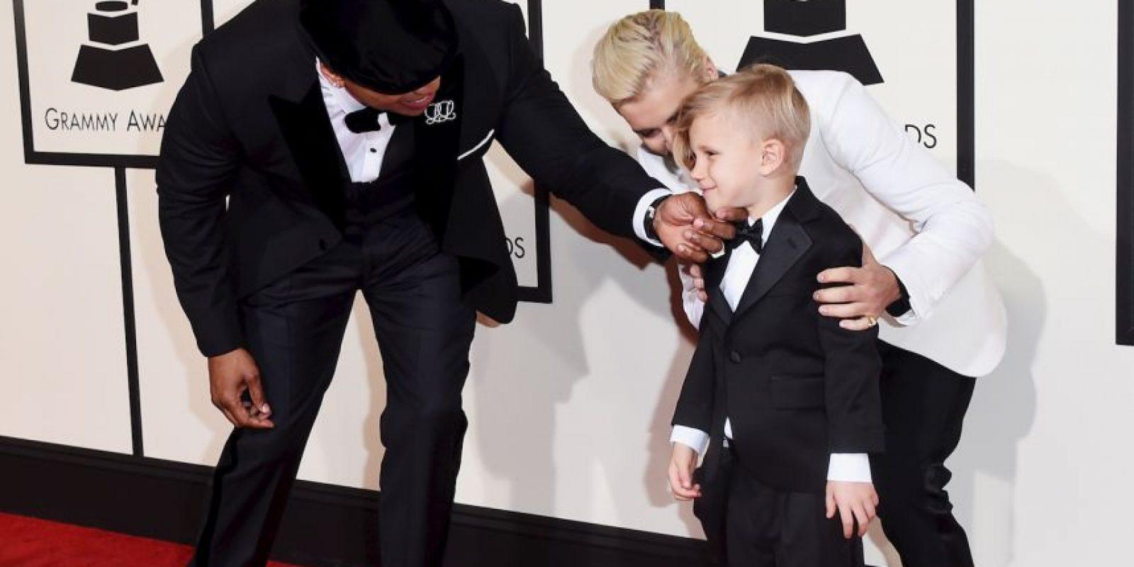 Justin Bieber fue acompañado por su hermano menor en la alfombra roja Foto:Getty Images