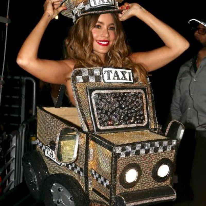 """¡Lo paró! Así se veía Sofía Vergara para interpretar """"El Taxi"""" con Pitbull Foto:Getty Images"""