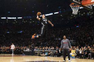 6- LaVine pone su nombre en letras grandes. En la competencia la explosividad y la creatividad estuvieron a su más alto nivel, LaVine tuvo que emplearse a fondo para derrotar a Aaron Gordon, y así mantenerse como el campeón en la competencia de donqueos del fin de semana de Estrellas en la NBA, por segundo año consecutivo, uniéndose a Nate Robinson (2006, 2009 y 2010, Michael Jordan (1987, 88), Dominique Wilkins (1985, 90), Jason Richardson (2002, 03) y Harold Miner (1993, 95) como los únicos jugadores que han repetido esta distinción.LaVine también fue el Jugador Más Valioso del juego jóvenes promesas y por segundo año consecutivo los Timverwolves contaron con el MVP de este juego (el año pasado lo ganó Andrew Wiggins) y el campeón de donqueos. Foto:Fuente Externa