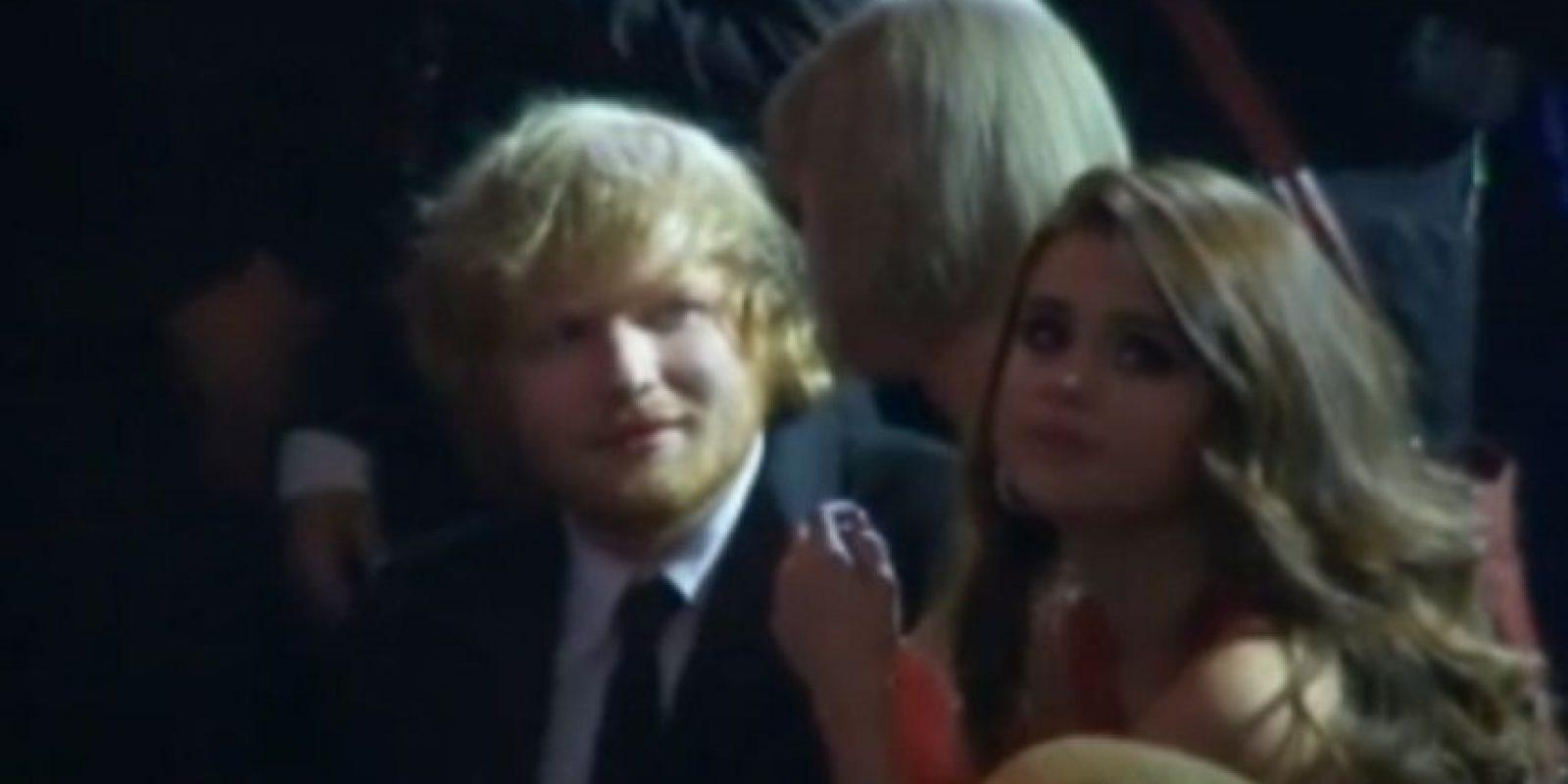 16. Ed mirando interesado a Taylor. ¿Qué estaría haciendo? Foto:Vía Youtube TNT